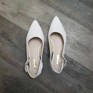 Louise et Cie white pointed toe flats NWOT